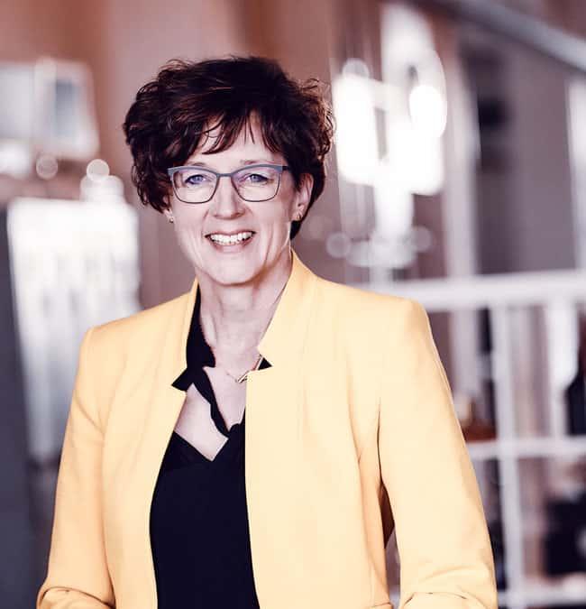 Iris Rumey-Frfr. von Eberstein Geschäftsführende Gesellschafterin | Senior Train Coach